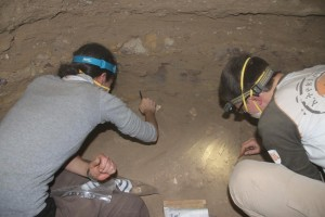 Marlies and Andrea busy in the burial chamber of tomb 26.